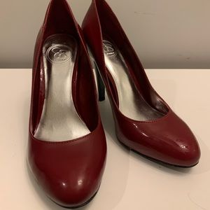 Patent red leather rounded heel. Brand: Jessica